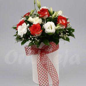 Šatirane ruže i beli Lizijantus